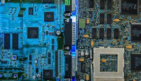 Computermotherboard breekt close-up het gloeien af stock fotografie