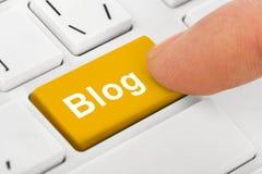 Computernotizbuchtastatur mit Blogschlüssel Stockfotografie