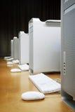 Computers in een rij   Stock Afbeeldingen