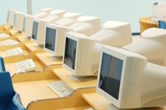 Computers in het klaslokaal stock foto