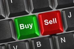 Computertastatur mit zwei Geschäftsschlüsseln Lizenzfreies Stockfoto