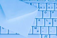 Computertastatur und -umschlag. EMail. Lizenzfreie Stockbilder