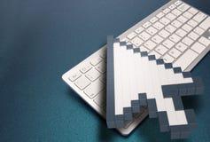 Computertoetsenbord op blauwe achtergrond computertekens het 3d teruggeven 3D Illustratie Stock Foto's
