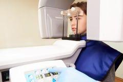 Computertomografie in tandheelkunde stock fotografie