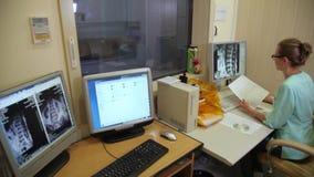 Computertomographielabor Computergesteuerte axiale Tomographie CAT stock video footage