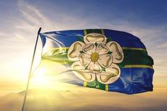 Comté de monte du nord de North Yorkshire du tissu de tissu de textile de drapeau de l'Angleterre ondulant sur le brouillard supé illustration stock