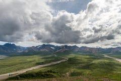 Comtemplación de un viaje en la gama de Alaska Fotos de archivo libres de regalías