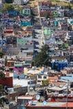 Comum barato mas bloco colorido da cidade Fotos de Stock