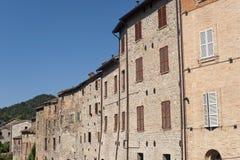 Comunanza (marzo, l'Italia) - vecchie case Fotografia Stock Libera da Diritti
