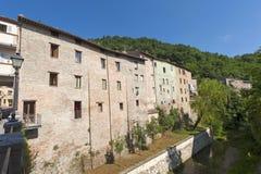 Comunanza (marzos, Italia) - casas viejas Imagenes de archivo