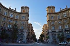 Comune di Palermo - civilståndkontor och via Roma royaltyfria bilder