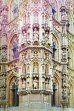 Comune e St Peter & x27; chiesa di s a Lovanio Fotografie Stock Libere da Diritti