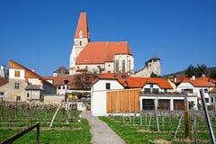 Comune giusto di Weissenkirchen nel der Wachau con le vigne nella priorità alta r Immagine Stock Libera da Diritti