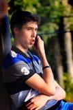 Comunicación adolescente animada del muchacho Imagen de archivo