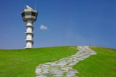 Comunicación del aeropuerto de la torre del radar Imágenes de archivo libres de regalías