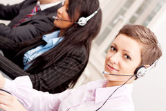 Comunicación del servicio de Callcenter en oficina Imágenes de archivo libres de regalías