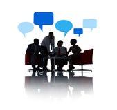 Comunicación empresarial con las burbujas del discurso Imágenes de archivo libres de regalías