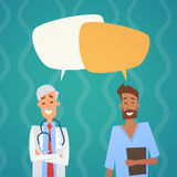 Comunicación intermedia Team Clinics Hospital de los doctores Chat Bubble Social Network del grupo Imágenes de archivo libres de regalías