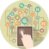 Comunicación moderna en medios sociales por una tableta Imágenes de archivo libres de regalías