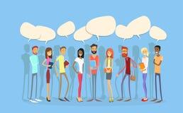 Comunicación social de la red de la burbuja de la charla de la gente del grupo de estudiantes ilustración del vector