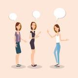 Comunicación de los amigos de Group Chatting University del estudiante de las chicas jóvenes Imágenes de archivo libres de regalías