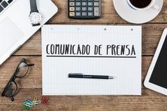 Comunicado de prensa, texto espanhol para o comunicado de imprensa na almofada de nota Imagem de Stock Royalty Free