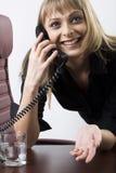 Comunicando dal telefono Fotografie Stock
