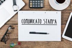 Comunicato-stampa, italienischer Text für Pressemitteilung auf Notizblock an Stockbilder