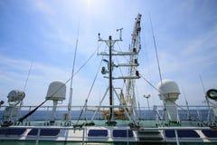 Comunicazione in chiatta gru, controllo marino offshore con la barca dentro al largo Fotografia Stock Libera da Diritti
