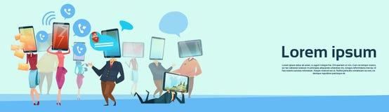 Comunicazione della rete sociale della testa dello Smart Phone delle cellule del gruppo della gente illustrazione vettoriale