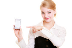 Comunicazione Donna di affari che mostra telefono cellulare Fotografie Stock