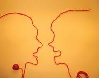 Comunicazione per due persone - corda rossa Fotografia Stock Libera da Diritti