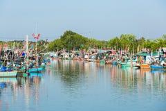 Comunidad del barco de pesca en Tailandia Imagenes de archivo