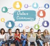 Comunidad en línea que comparte concepto de la sociedad de la comunicación foto de archivo