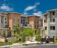 Comunidad residencial multifamiliar del condominio fotografía de archivo libre de regalías