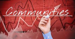 COMUNIDADES de la escritura de la mano del hombre de negocios en la pantalla Mercado de acción, fondo rojo Imagen de archivo libre de regalías