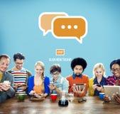 Comunique-se socializam a conversa conectam o conceito da tecnologia foto de stock