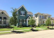 Comunità abbastanza nuova in suburbano Immagine Stock