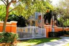 Comunità variopinta Gated della costruzione, Florida Immagine Stock Libera da Diritti