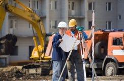 Conçoit des constructeurs au chantier de construction Images libres de droits