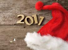 2017 con el casquillo de santa Imagenes de archivo