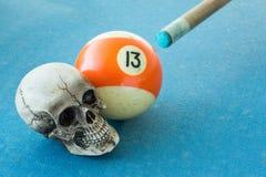 13 con el cráneo Fotos de archivo libres de regalías