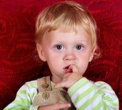 Con el dedo en boca Fotografía de archivo libre de regalías