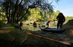 Con el kajak en el delta de Danubio, Rumania Fotografía de archivo