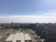 Con este cuadrado, los niños pueden venir aquí volar cometas y correr libremente el domingo, China Wu yang imagen de archivo