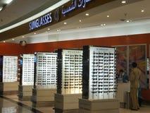Con franquicia en el aeropuerto de Dubai International imágenes de archivo libres de regalías