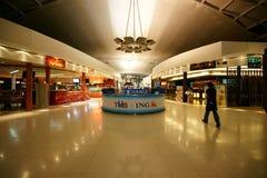 Con franquicia en el aeropuerto de Suvarnabhumi imagenes de archivo