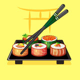 Con i rotoli di sushi ed i bastoncini su un piatto 2 Immagine Stock Libera da Diritti