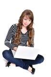 Con il computer portatile Immagini Stock