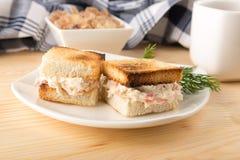 Con il mini panino del pane tostato del pollo Fotografia Stock Libera da Diritti